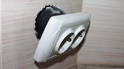 Ремонт выпадающей электрической розетки
