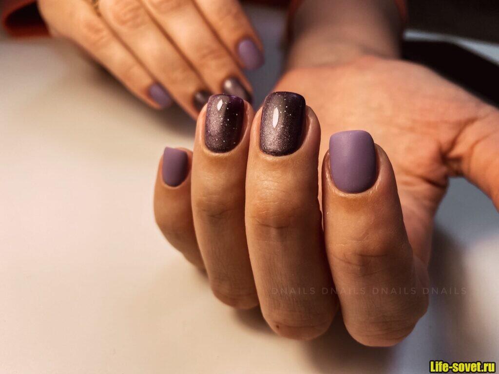 Темный фиолетовый маникюр на короткие ногти