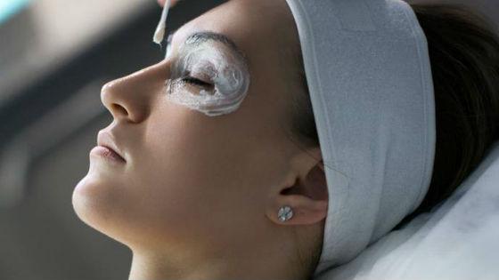 Маска из крахмала для кожи вокруг глаз