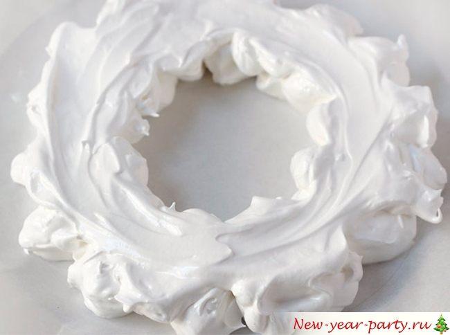 Новогодний торт из безе, фото-рецепт низкокалорийного десерта