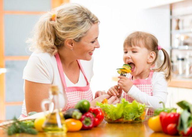 Ребенок за Новогодним столом - продукты, которых не должно быть