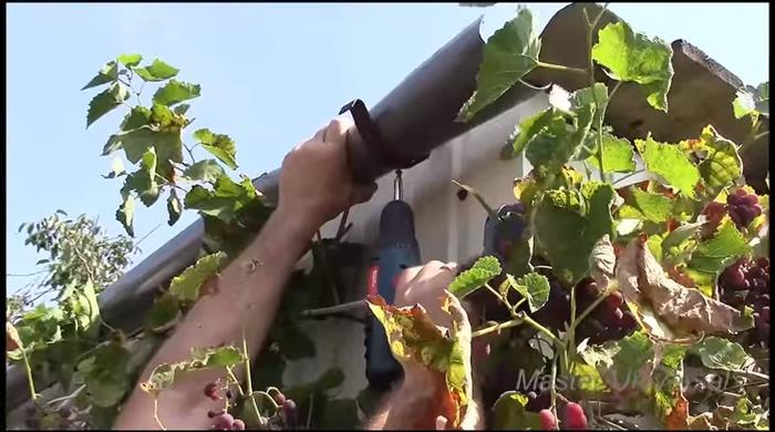 Как сделать водосток из канализационных труб